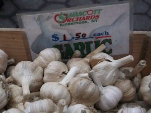 Buy local or organic garlic: you can taste the difference!